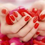 Модный красный маникюр